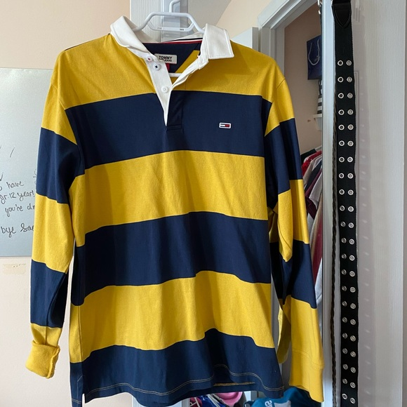 Tommy Hilfiger Tops - Tommy shirt